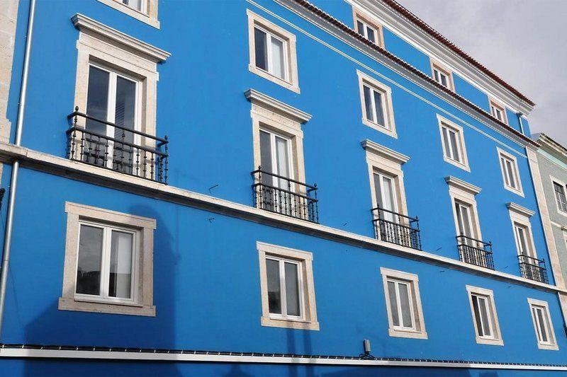 Hello Lisbon Santa Apolonia